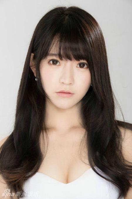近来在网络走红的韩国女孩yurisa曝光一组新照片