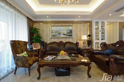 金黄色的立体软包床头背景和欧式罗马柱等元素使卧室