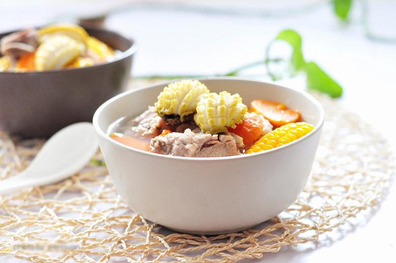 排骨(2斤)鲍鱼(6只)胡萝卜(1根)玉米(1根)葱(适量)姜(适量)排骨如何烧萝卜做法汤图片